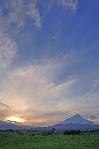 Sunset at Kapuni by menameisatsushi