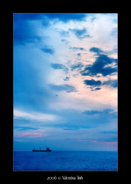 Moon & Ship by yuno