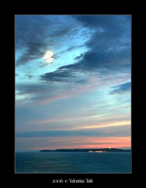 moon clouds islan by yuno