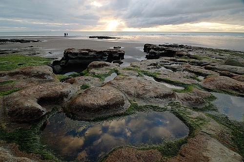 Rock pools at Waiiti by menameisatsushi