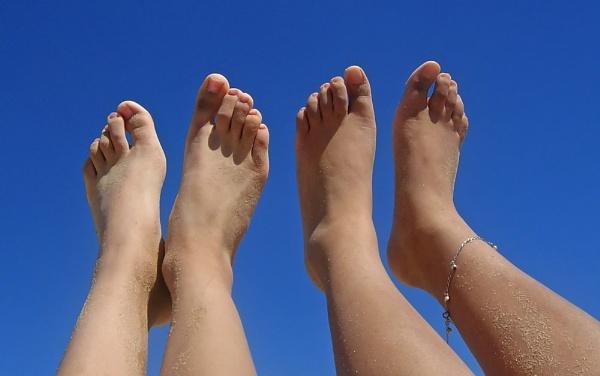 Feet by vparmar