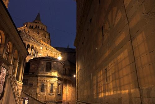Bergamo at night by gnospellius