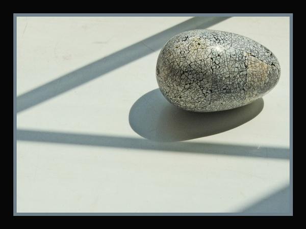 Cracked egg by Ricardos