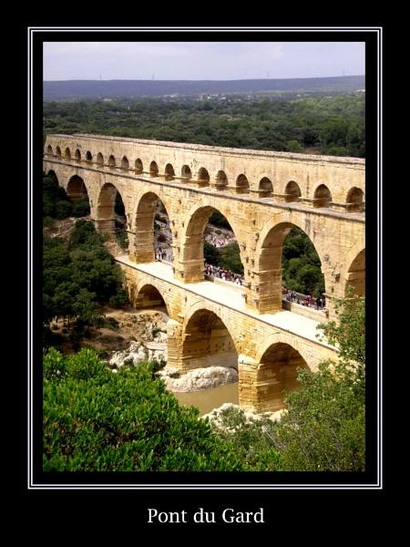 Pont du Gard by turbinepaul