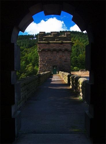 Through the archway by GlynB