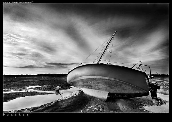 beached (b+w) by paulstefan