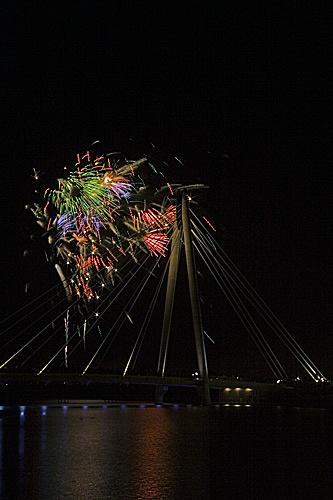 Fireworks by littlebeanie
