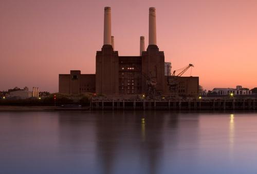 battersea power station by curlyfilm