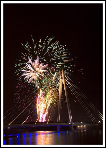 Fireworks *2* by beaniebabe