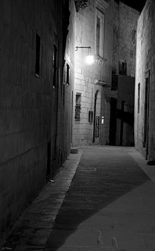 Sombre Alleyway by KingArthur