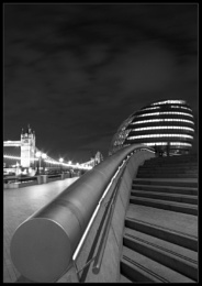 · London By Night ·