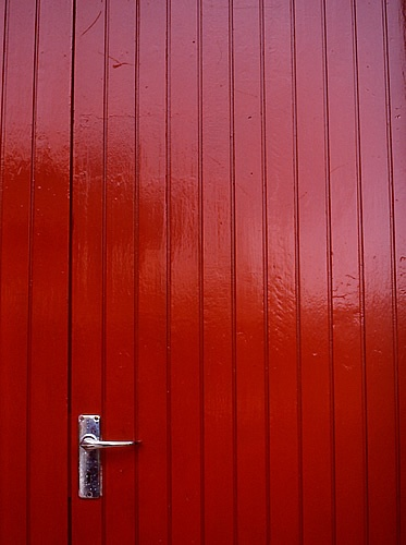 the red door by mediatheque