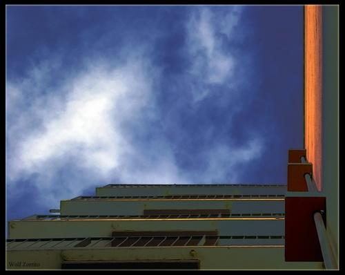 sky scraper by Zorrito