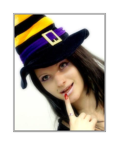 Ruby\'s \'thinking\' hat by xanda