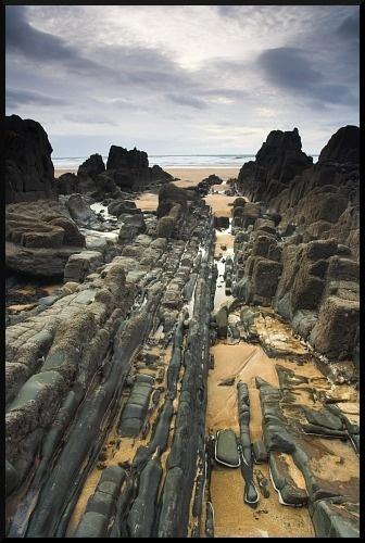Between The Rocks by iwool