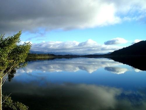 New Zealand Lake by Savvouri