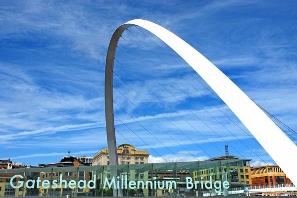 Gateshead Millennium Bridge by BrianSS
