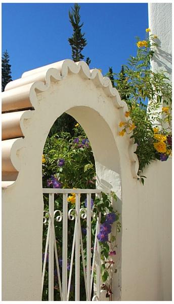 Villa Gate by jonhayward