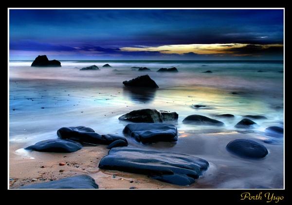 Haunting Light by rhiw_com