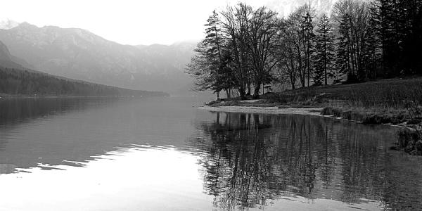 Autumn Lake by ambmilan