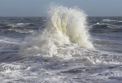 Crashing Waves No 2 by john ballance