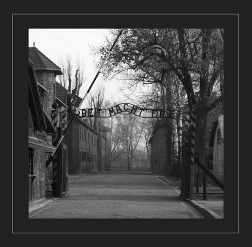 The Gates: B&W by deejceej