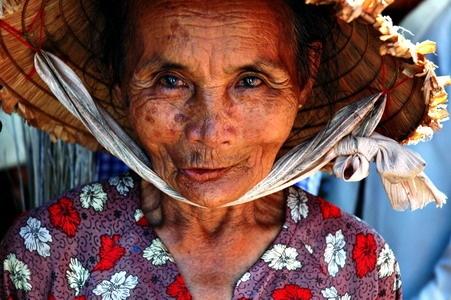Old lady, Vietnam by Benji