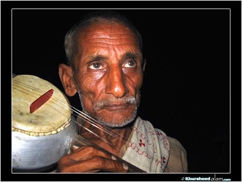 Street Folk Singer by dotpix