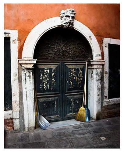 Venetian Doorway by 1nten5e
