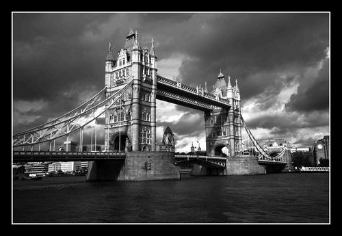 London Bridge by damianlinley