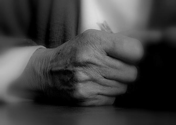 Mum\'s hand by sputnki