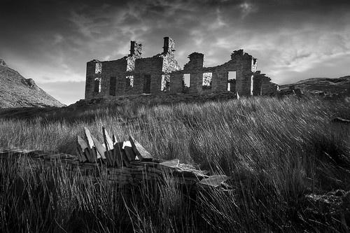 Cwm Orthin Slate Mine Ruins by rojo-uk