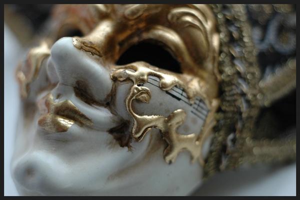 Venetian mask by Ricardos