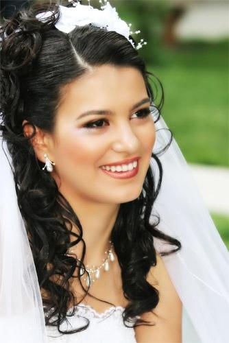 Bride\'s smile by Jamshid