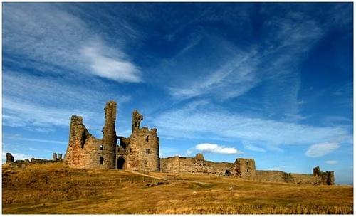 Dunstanburgh Castle by limmy62