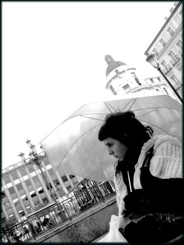 la fille sous le parapluie by VaritaMagica
