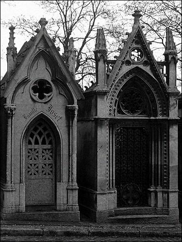 Père Lachaise Cemetery by LauraBeans