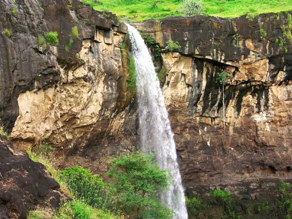 Rushing Falls by VOBEROI