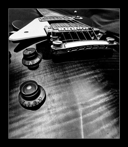 Guitar B&W by Balakov