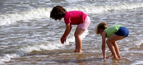Beachcombers by BertieP
