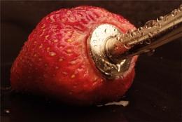 Strawberry spout