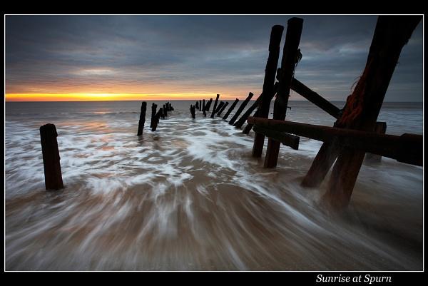 Sunrise at Spurn by martin.w