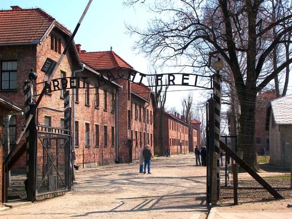 Auschwitz Main Gateate by danmclean