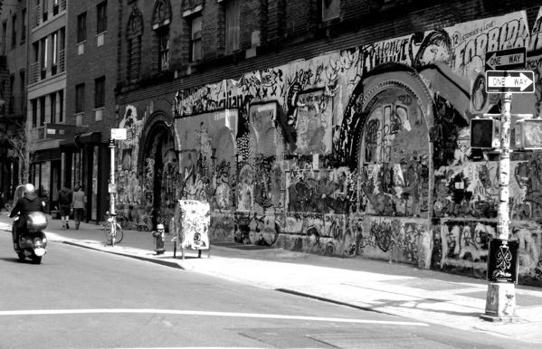 Graffiti in NYC by ntompkins