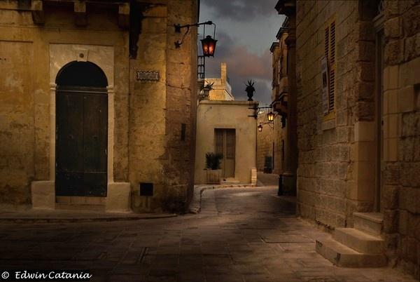 Dawn in Mdina Malta by edcat