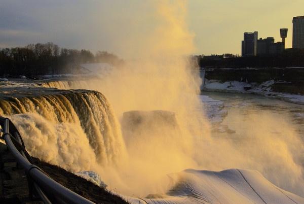 Sun lit American falls by raul_naja