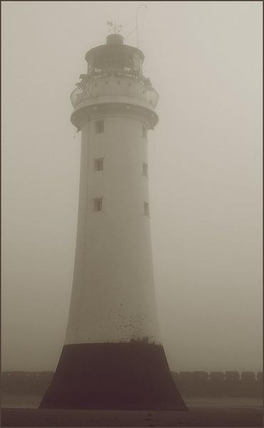 Perch Rock Lighthouse by MrsMad