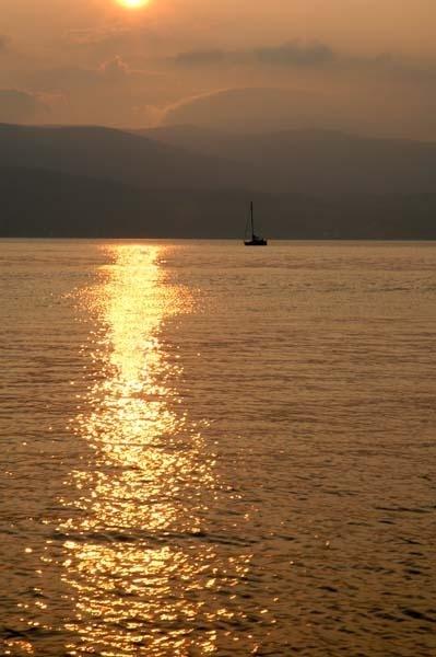 Yacht sunset by RosePhoto