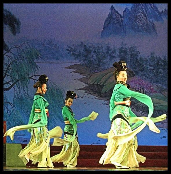 Dancers by mickp