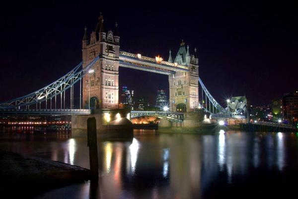 Tower Bridge by EeeZeeLee